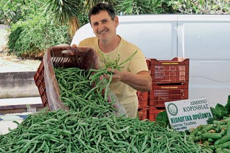 Γιάννης Τζιτζίκος: Βιολογικά φρούτα και λαχανικά από το Άνω Διμηνιό.